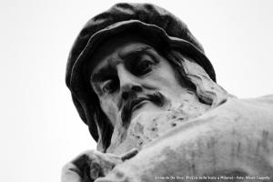 Statua di Leonardo Da Vinci in piazza della Scala a Milano (09/12/2012)